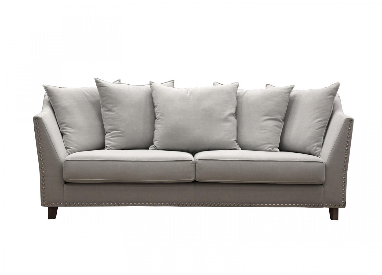 Meillä on uusi sohva, vaikka sellaista ei koskaan pitänyt hankkia.